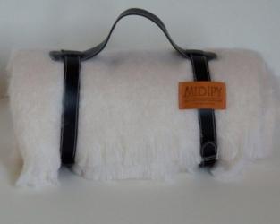 Плед из шерсти ангоры (белый, ремень черный)