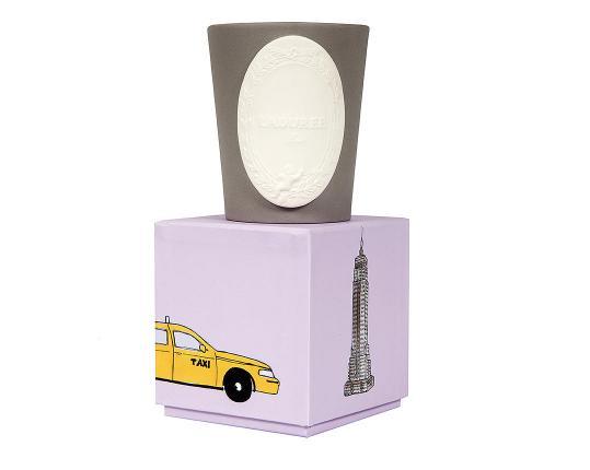 Ароматическая свеча Villes Porte-bonheur New York производства Ladurée купить в онлайн магазине beau-vivant.com