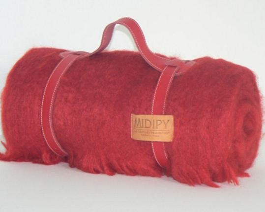 Плед из шерсти ангоры (красный) производства MIDIPY купить в онлайн магазине beau-vivant.com